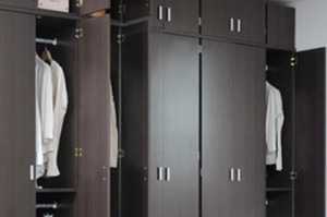 引越しの荷物になりえるものを収納の中や家具の中身までチェックされる
